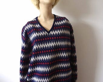 1960s Ski Sweater vintage wool graphic knit v-neck pullover from Spain