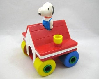 Vintage Snoopy Take - a - Part Dog House  - Peanuts Collectible - Charlie Brown Gang, Gabriel Learning Toy, Child Guidance Toy, Original Box