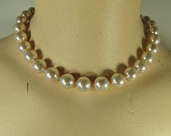 Vintage Pale PINK PEARL NECKLACE Short Collar Length Faux Pearls Beads Costume