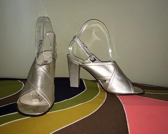 MOD Leather Shoes Sling Back Metallic Silver Gold CASADEI Designer 60s Twiggy Sandals Chunky Block Heel Sling Back High Heels Size 8-1/2
