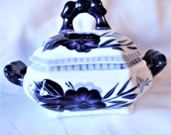 Blue and White China Small Lidded Tureen Flow Floral Pattern