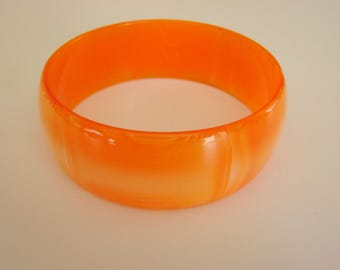 Vintage Marbled Peach to Orange Variegated Semi Transparent Lucite Bangle Bracelet