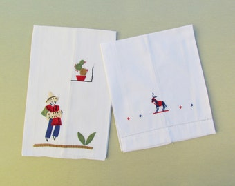 Lot of 2 vintage towels with Mexican theme, linen tea or guest towel with applique and embroidery, embroidered cotton guest towell