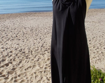 Backless sleeveless dress with laces. Can be tightened behind the neck 95% organic cotton. Chemical free dye. Colour black