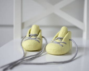 Felted booties - Lemon Baby Booties - Newborn Gift - Pregnancy Announcement - Newborn booties - Pale Yellow Baby Shoes - Baby Christening