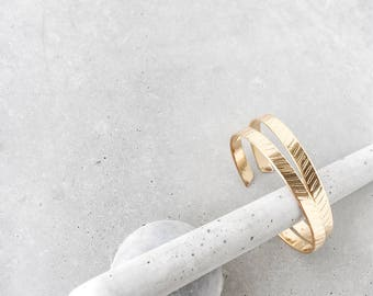 Diagonal Stripe Cuff / heavy gold plate / herringbone + arrow bracelet set