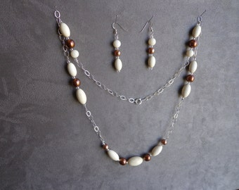 Silver / bead necklace and earrings.