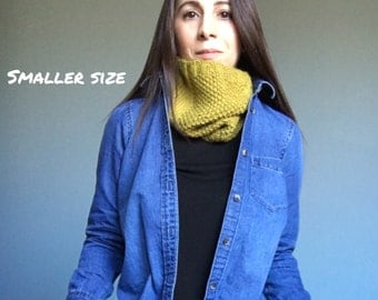 The MAEVE // Knit Superwash Wool Textured Cowl Snood in Cascade 220 Worsted Citron // Smaller Size // Warm and Cozy // Ready to Ship