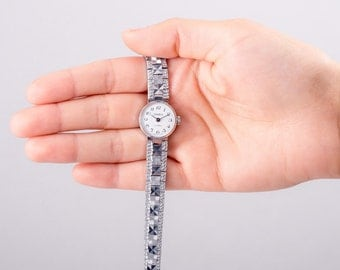 Chaika ladies watch, vintage Chaika watch, russian ladies watch, ladies bracelet watch, ladies silver watch, silver bracelet watch