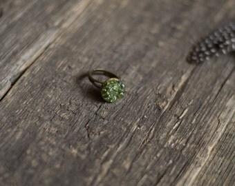 Green peridot ring, august birthstone, peridot crystal ring, mineral ring, peridot jewelry, unique ring, boho bride, modern bohemian fashion