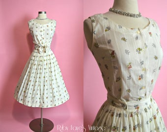 "1950's Vintage Cream Cotton Striped Grape Leaves and Flowers Print Two Piece Skirt Set 24"" Waist XS Small"