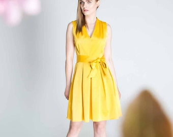 Yellow dress, v-neck dress, causual dress, dress with a bow-tie, folded dress, A-line skirt, sunny summer dress