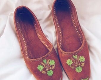 Vintage brown flats with green embroidery