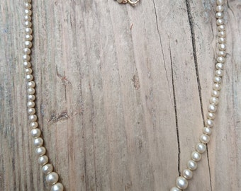 Vintage Pearl necklace with a 9ct gold clasp