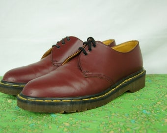 Vintage Doc Marten Red Leather Shoes - Size 8 UK, 9 US Mens, 10 US Womens -  Made in England - Classic Red Oxford Dr. Martens - D311