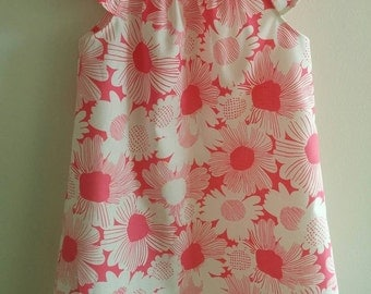 Size 4 Girls Pink and White Flowers Dress with Flutter Sleeves.