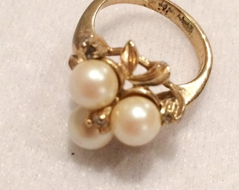Vintage Ladies Size 5 Gold plated Faux Pearl & Rhinestone Ring Collectible