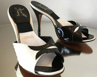 "Vintage 50's SPRING-O-LATORS Pin-Up Girl Mules | Black & White Leather | Size: 6-6.5"" | EC"