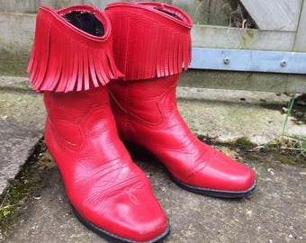 """CUTE """"Step Into Stirrups"""" Red Fringed Leather Cowboy / Cowgirl Boots - Western - Line Dancing - Barn Dance - UK 6"""