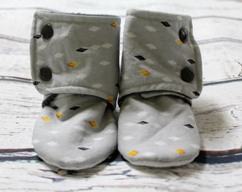baby unisex print booties - non slip baby shoes - baby boots - stay on booties - fleece baby booties - warm baby shoes - baby shower gift