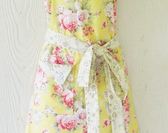 PLUS SIZE Apron, Retro Floral Apron, Yellow, Cottage Chic, Roses, Vintage Style, Country Kitchen, KitschNStyle