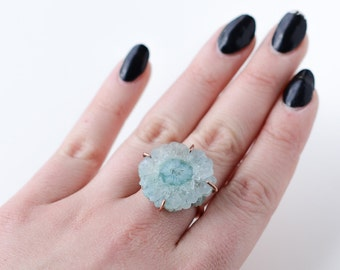 Solar quartz ring with copper