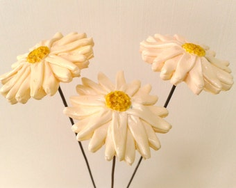 Three Everlasting Daisy Flowers for Indoors or Garden and Yard, Oxeye Daisy Sculpture, Garden Art Decor, Mother's Day Gift, Spring Decor