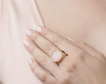 Gemstone Rose Quartz Ring - Quartz Stone Statement Ring - Double Band Ring - Chunky Gold Ring - light pink stone ring - Round faceted ring