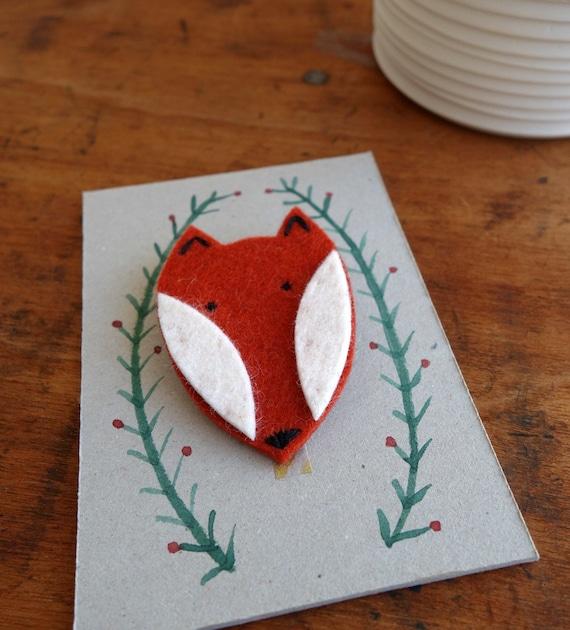 Fuchsanstecker aus Filz mit handgemaltem Tag