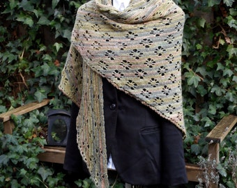 Elegant, graphic triangle shawl / wrap