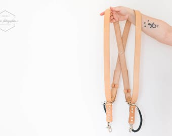 Leather double camera harness strap for wielding two DLSR cameras. Sturdy construction and comfortable to wear: the DTB Obscura.