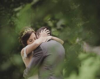 Woodland Queen Wedding Headpiece Gold Leaf Crown Bridal Gold Wedding Crown Leaves Flowers Metal Wedding Hair Accessory, Gold Bridal Tiara