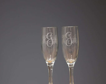Monogram champagne flutes, Etched Monogrammed wedding toasting flutes, champagne glasses for bride and groom