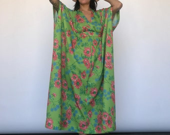 70s Hawaiian Dress / Floral Kaftan / Caftan / Flowy Dress / Beach Coverup / Bohemian / Hippie