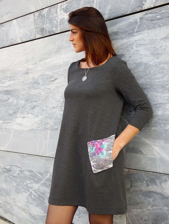 Trapeze dress for winter. grey dress :  Gray mottled fabric. Vintage multicolored fabric for pockets. 3/4 long sleeves