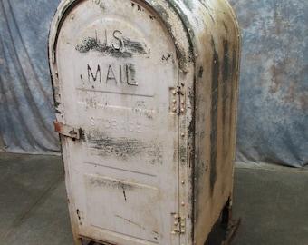 US Mail Mailbox Street Curbside Letter Drop Box 1960 Steampunk Vintage Postal d
