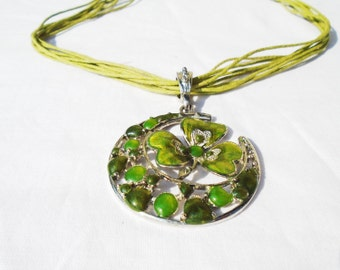Enameled Necklace, Cloisonne Necklace, Cloisonne Medal, Luna Medal, Cloisonne Jewelry, Enamel Jewelry, Green Luna Cloisonne