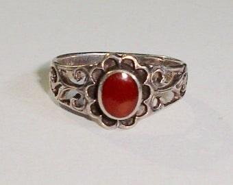 Vintage SW NA 925 Sterling Silver Ladies Ring w/Fancy-Set Carnelian, Signed TT, Size 6.5