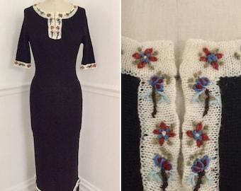 Vintage 1970's knit dress. Hippy sweater dress. Bohemian dress. Vintage sweater dress. Unique dress. Size XS dress.