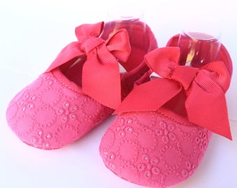 Ready to ship- Baby Booties- Girl- First Shoes- Fushia/Pink Lace Newborn Birth Gift Newborn Baby Gift birth