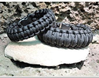 Paracord Survival Bracelet - Black