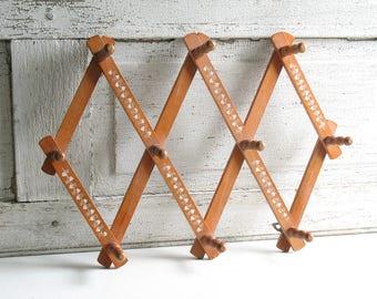 Vintage wooden accordion wall rack / wood accordian peg rack / rustic farmhouse hat coat kitchen storage rack