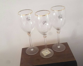 Gold Rimmed Gibson Wine Glasses. Set of Three.