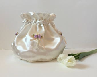 White satin drawstring pouch, hand made bag, white bridal bag, bridesmaids bag, wedding gift, wedding purse, clutch,