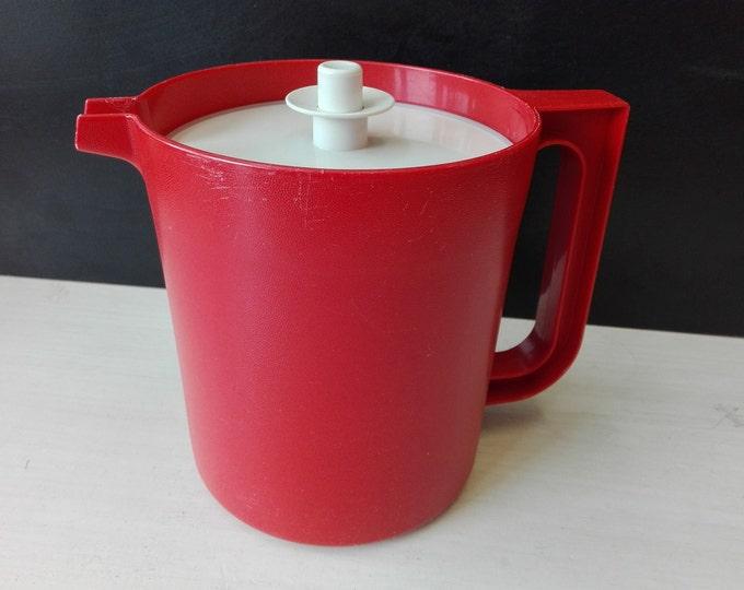 Vintage tupperware pitcher 1575-10