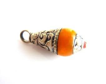 Nepal ethnic pendant drop-shaped Amber PEK103-030