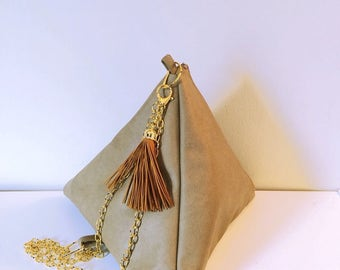 Triangle handbag w/ chain