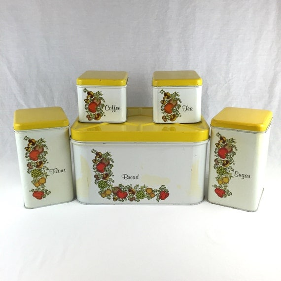 Vintage kitchen tin set by cheinco housewares j by for Retro kitchen set of 6 spice tins