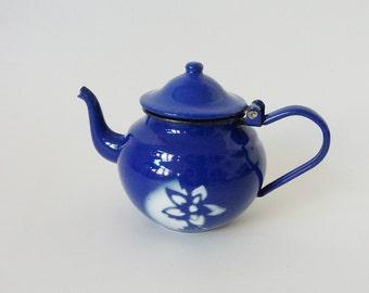Vintage tea pot made of enamel, dark blue enamel teapot, old Enamel Pot, small Kaffeekännchen,.