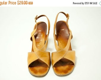 EVERYTHING ON SALE Amalbi by Rangoni ~ Tan Criss Cross with Stitching Detail Luino Sandals ~ Size 6 1/2 N